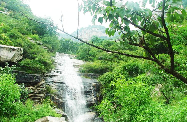 密云旅游 青菁顶  简介: 青菁顶自然风景区位于北京市密云县石城镇